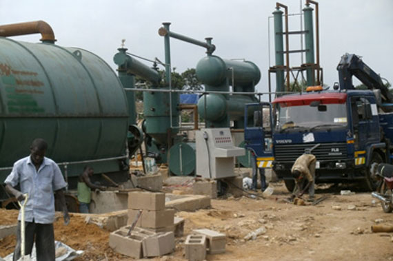 Nigerian customers waste tire oil pyrolysis equipment installation site